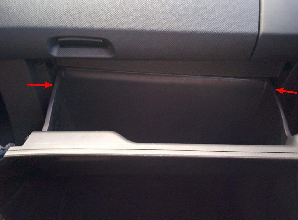 Ouverture boite à gants Toyota Yaris