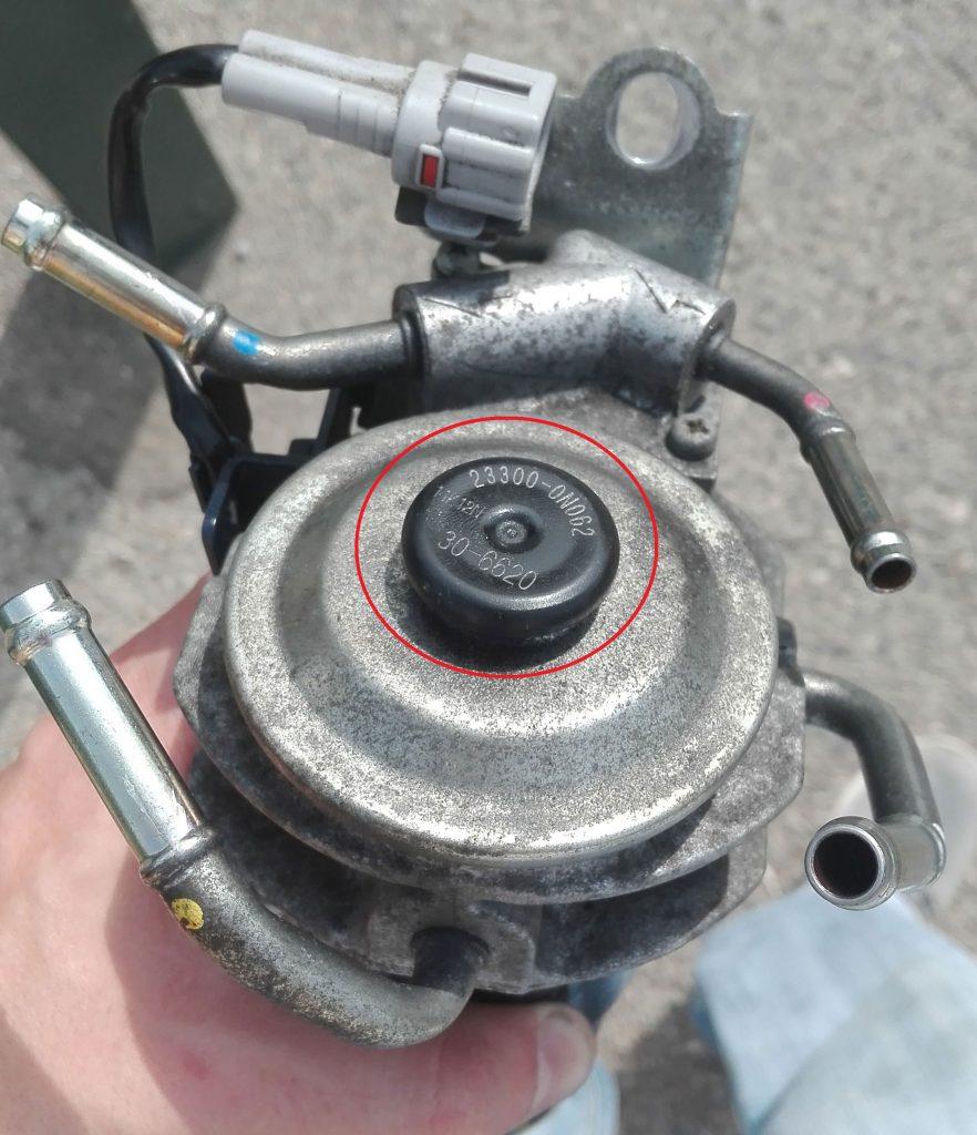Bouton poussoir sur le filtre à gasoil pour pomper
